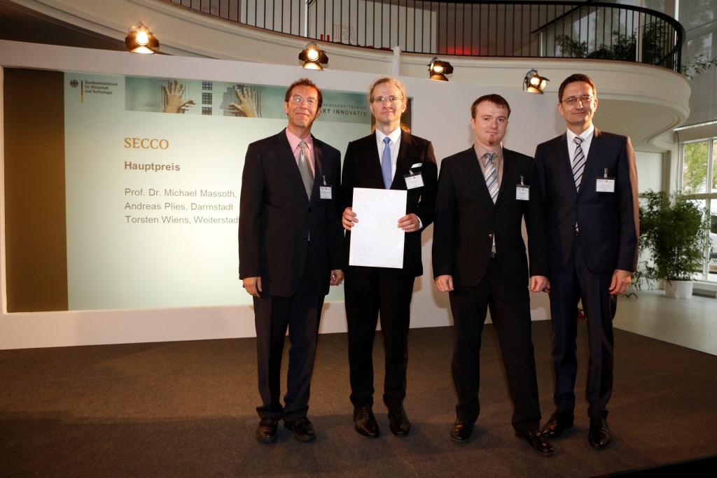von links Preisträger SECCO Prof. Dr. Michael Massoth Torsten Wiens und Andreas Plies mit Stefan Schnorr BMWi