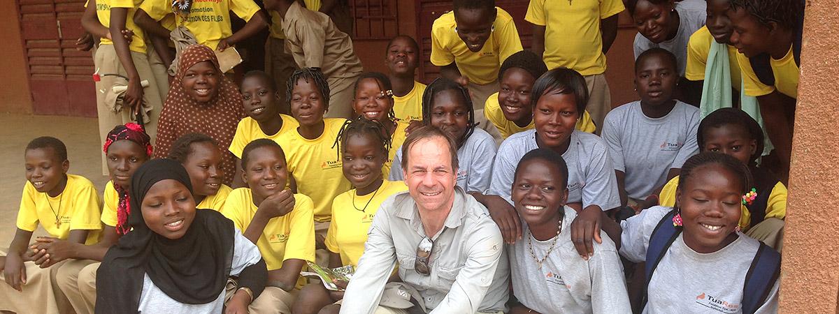 Reinhard Gorenflos unterstützt Ausbildung von Mädchen in Westafrika