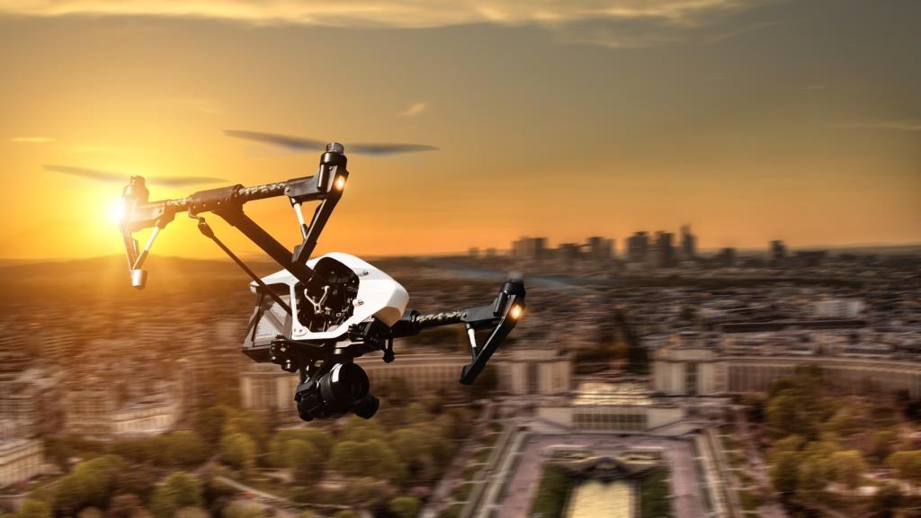 Cisco-Manager John Chambers, Felicis Ventures und Altinvestoren beteiligen sich mit 15 Mio. USD an der Series B-Runde des Anti-Drohnen-Start-ups Dedrone.