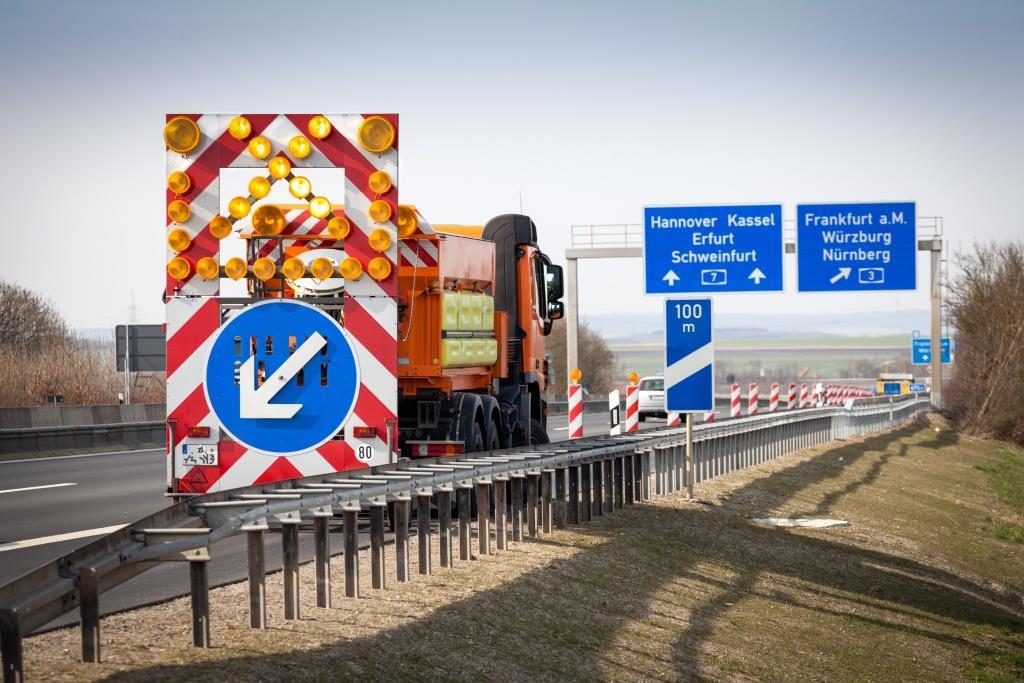 Die Beteiligungsgesellschaft Triton erwirbt die Mehrheit am Autobahnspezialisten AVS Verkehrssicherung GmbH vom Private Equity-Investor Steadfast Capital.