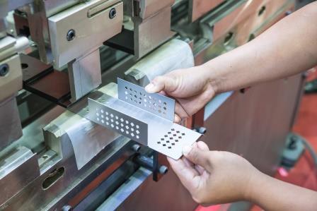 Steadfast Capital verkauft Mehrheit an Hersteller von Elektrokomponenten