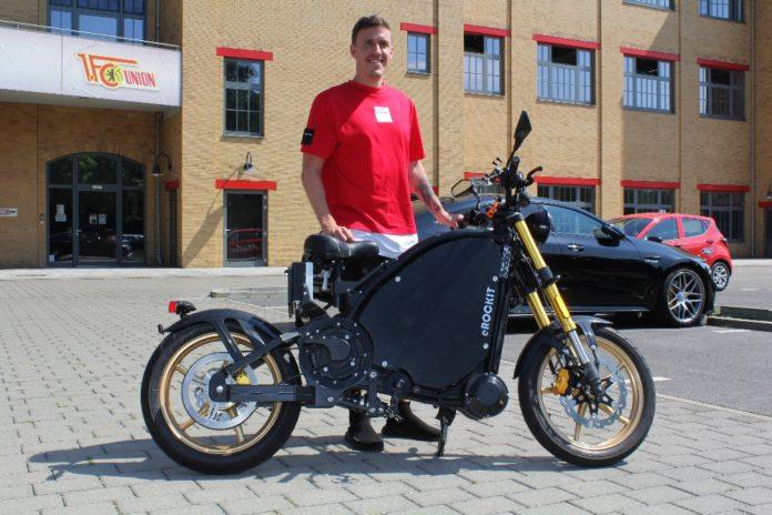 Fußballstar investiert in eMobility Max Kruse beteiligt sich an eRockit Systems